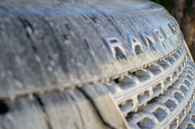 Washing Range Rover grill