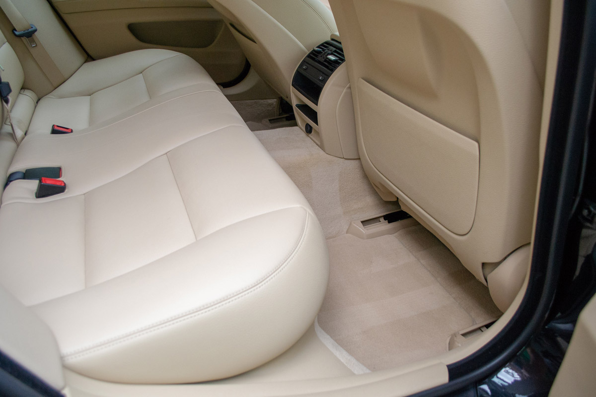 2017 BMW 528i Lease Return Detail Interior Pic