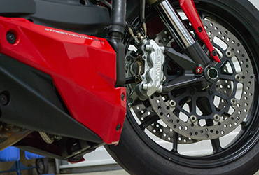 red and black 2015 Ducati 848 Streetfighter front wheel